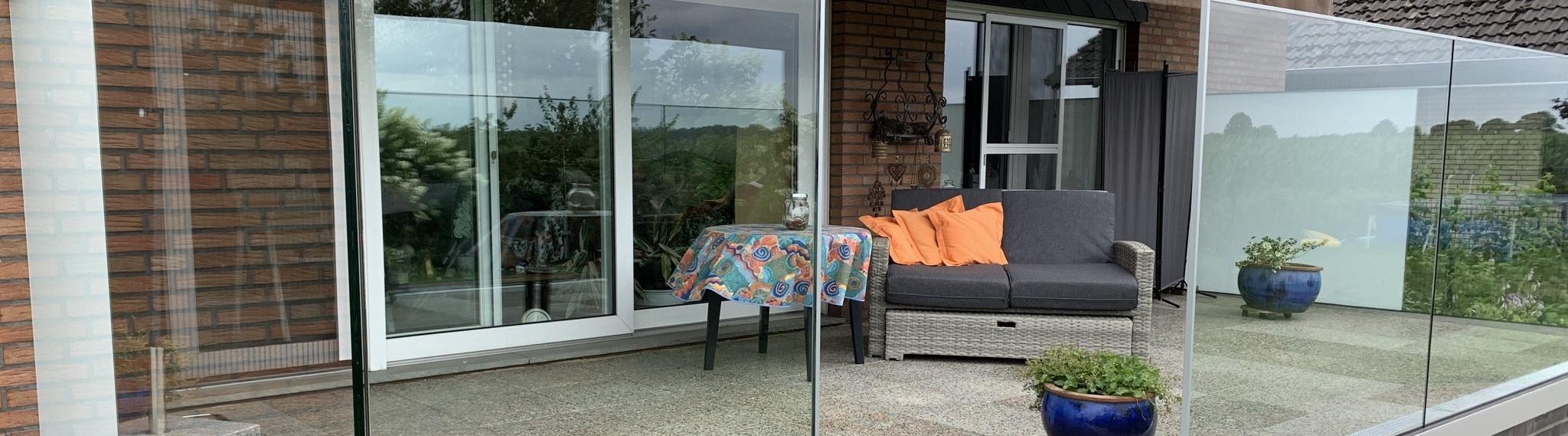 Glasgeländer einer Terrasse